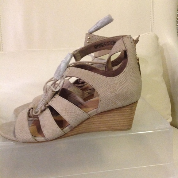 8d6aed2e9fd UGG Yasmin Snake Caged Wedge 1015067 Horchata Wome NWT